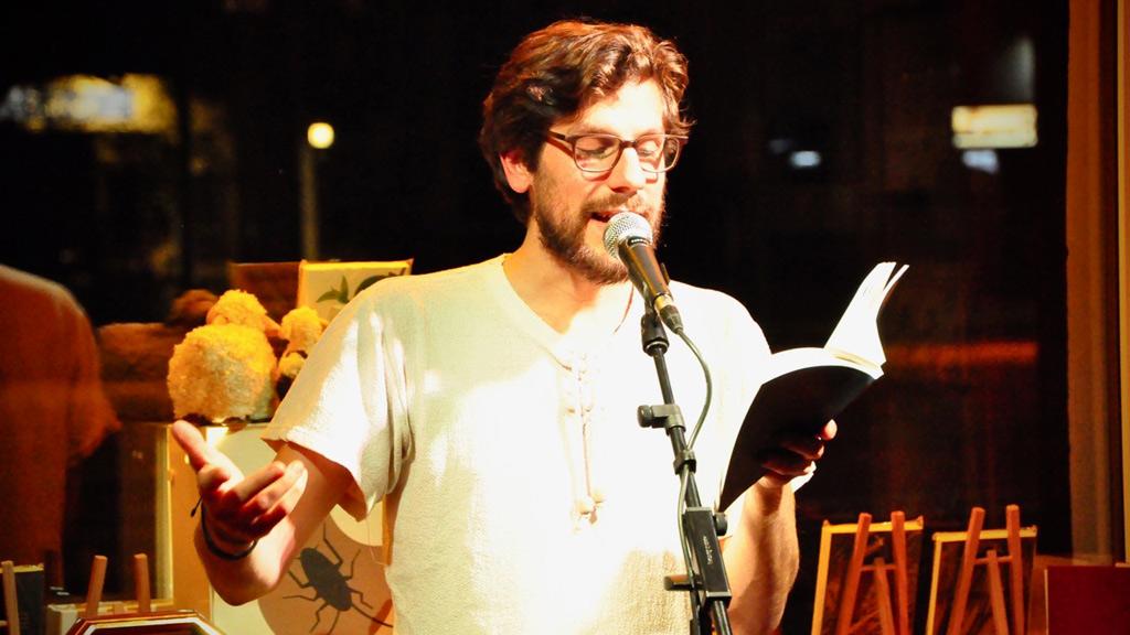 Jesko Habert liest.