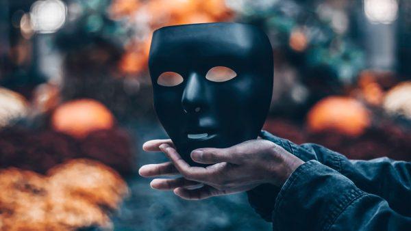 Gruselige schwarze Maske: Halloween