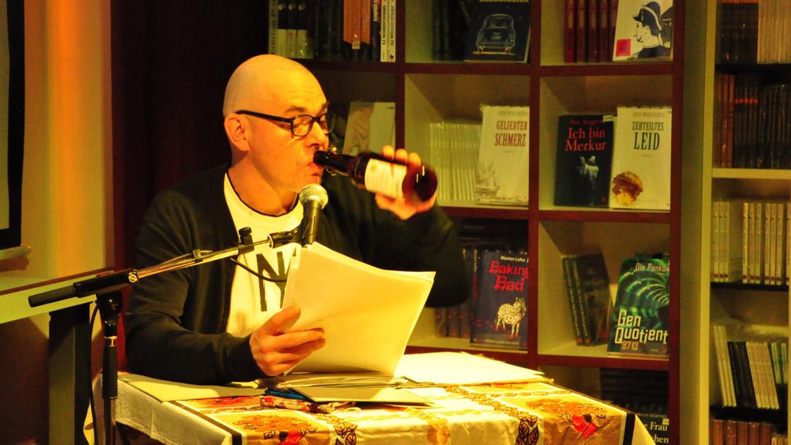Mikis Wesensbitter liest und trinkt @ Periplaneta 2018